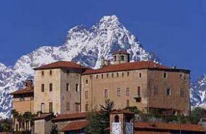 Castello-della-Manta-estern