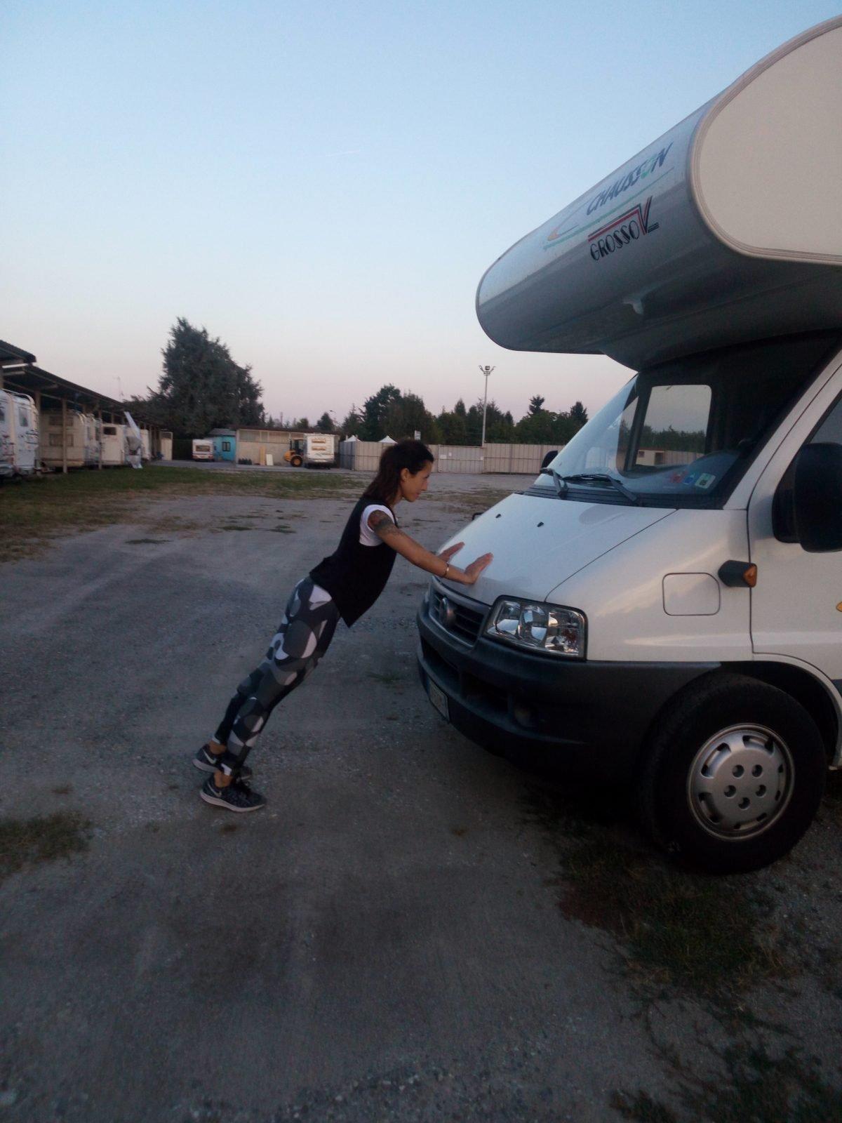 Il Personal-camper: 10 esercizi fisici, da fare utilizzando il camper