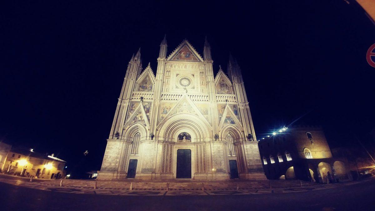 Orvieto: la città alta e strana