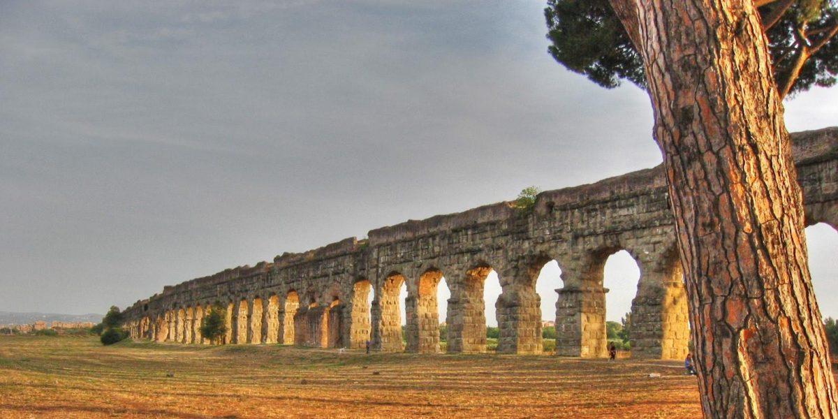 Tramonto sugli acquedotti a Roma