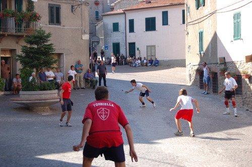 Palla 21: in Maremma, si gioca in piazza